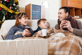 Family on sofa at Christmas time — Stock Photo