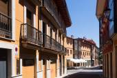 Dwelling houses on old part of Leon — Stock Photo