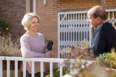 Mature cuople talking at balcon — Stock Photo