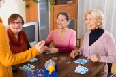 Pensioners playing board game — Stock Photo
