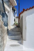 Patio with stairs on the coast of Greece — ストック写真