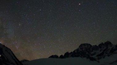 Time lapse of stars behind mountains Pharilapche peak — Stock Video