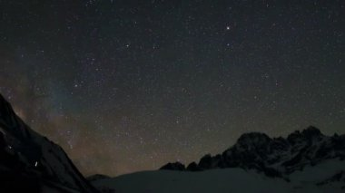 Time lapse of stars behind mountains Pharilapche peak — Stock Video