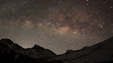 Time lapse of stars behind mountain Taboche, Cholatse — Stock Video