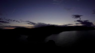 Timelapse amanecer en las montañas. balaklava, crimea, rusia. hd lleno — Vídeo de stock