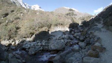Mountain river. Melting glacier Ngozumpa, Himalayas, Nepal. Full HD — Vidéo