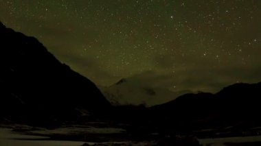 Time lapse of stars behind mountain Cho Oyu. Nepal — Video Stock
