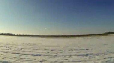 Beautiful winter sunrise on the highway. Full HD — Vídeo de Stock