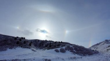 Large halo around the sun on a winter day in mountains. Hasaut village, North Caucasus, Russia. Full HD — Stock Video