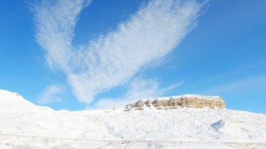 Mouvement des nuages sur les montagnes, du Nord du Caucase, en Russie. Full Hd — Vidéo