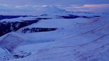 Timelapse sunrise dans les monts Elbrouz, le nord du Caucase, en Russie. Full Hd — Vidéo