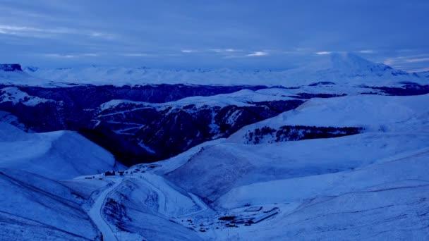Amanecer de timelapse en las montañas Elbrus, Cáucaso Norte, Rusia. Full Hd — Vídeo de stock