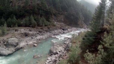 Ruisseau de montagne de k. de 2,7. Fonte des glaciers Ngozumpa, Himalaya, Népal. Full HD 2704 x 1524 — Vidéo