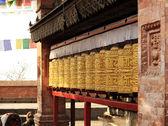 Buddhistische gebetsmühlen. swayambhunath stupa, kathmandu, nepal — Stockfoto