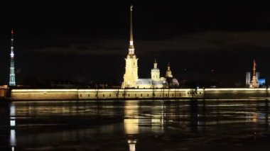 Night view of the Peter and Paul Fortress, St. Petersburg, Russia. Full HD — Stock Video