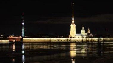 Nachtansicht der Peter und Paul Fortress, St. Petersburg, Russland. Full-Hd — Stockvideo