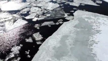 Breaking of the ice on the river Neva in St. Petersburg, Russia. Full HD — Stock Video