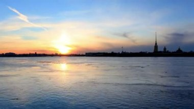 Sunset on the Neva River in St. Petersburg, Russia. Full HD — Stock Video
