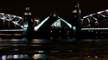 Night view of Opening Bolsheokhtinsky bridge in St. Petersburg, Russia. Full HD — Stock Video