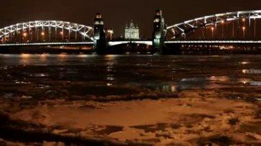 Night view of the Bolsheokhtinsky bridge in St. Petersburg, Russia. Full HD — Stock Video