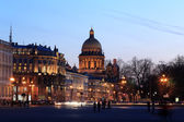Night view of St. Isaac's Cathedral in St. Petersburg, Russia — Stock Photo