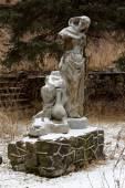 Old ruined of the Soviet statue on the mountains Valley of narza — ストック写真