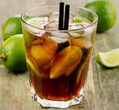Cocktail with lime — Stock Photo