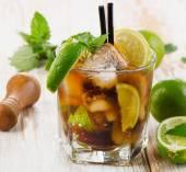 Bicchiere di cocktail con rum — Foto Stock