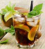 Cocktail au citron vert et glace — Photo