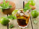 Acohol ocktail with fresh  lime — Stock Photo