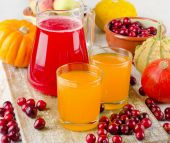 Healthy juice with  autumn fruit and vegetables — Foto Stock