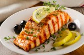 Salmon with lemon, olives and thyme — Stok fotoğraf