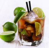 Alcoholic cocktail with lime — Stock Photo