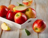 Ripe apples  in a  box . — Stock Photo