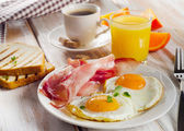 Breakfast with fried eggs,bacon, toasts — Stock Photo