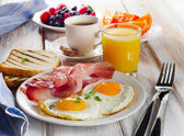 Breakfast with two fried eggs — Stock Photo