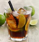 Cuba Libre cocktail — Стоковое фото
