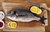 Fresh sea bream with lemon — Stock Photo