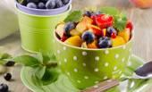 Fresh healthy fruit salad — Stock Photo