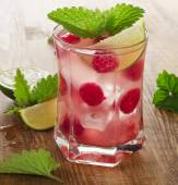 Summer drink with raspberries — Stock Photo
