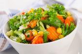 Gemischtes Gemüse in Schüssel. — Stockfoto