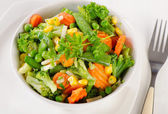 白い皿の上の野菜. — ストック写真