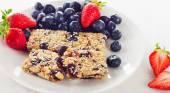 Fruit and nut granola bars — Stock Photo