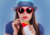 Woman eating fries potatoes — Stock Photo