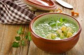 Creamy soup with croutons — Stock Photo