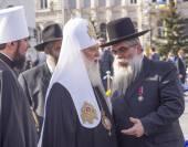 Patriarch Filaret talks with Chief Rabbi — Stock Photo