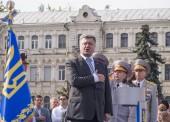 Petro Poroshenko perform Anthem of Ukraine — Stock Photo
