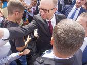 Arseniy Yatsenyuk shake hands parade spectators — Stock Photo