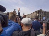 Prime Minister Arseniy Yatsenyuk waving — Stock Photo