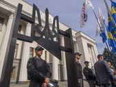 To Verkhovna Rada in Kiev dragged guillotine — Stock Photo